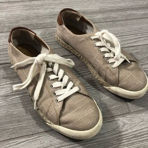 Bass • Casual Sneakers